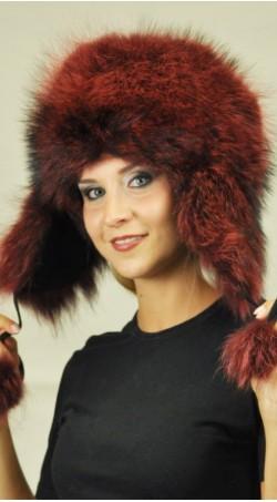 Raudona ausinė meškėno kailio kepurė